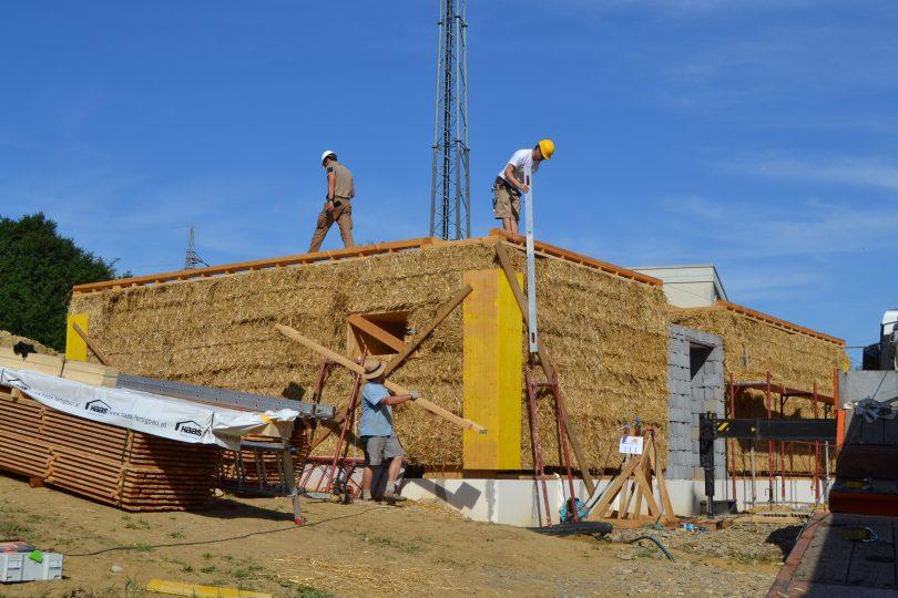 STEP Straw Bale Training in Austria: loadbearing straw bale